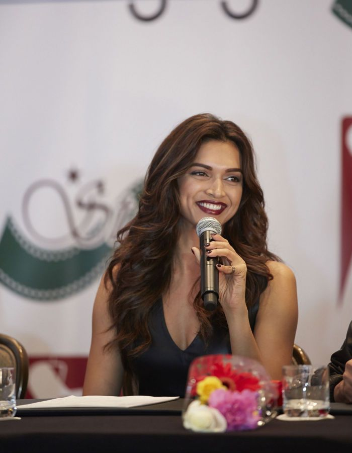 Deepika Padukone looks lovely as she flashes a dark berry-lipped smile at a press conference for SLAM! The Tour in the US. #Bollywood #Fashion #Style #Beauty
