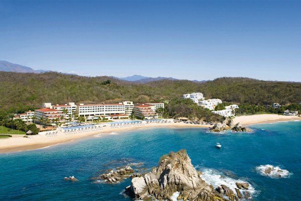 An amazing view from an all-inclusive resort along the coast of Oaxaca! {Dreams Huatulco Resort & Spa}