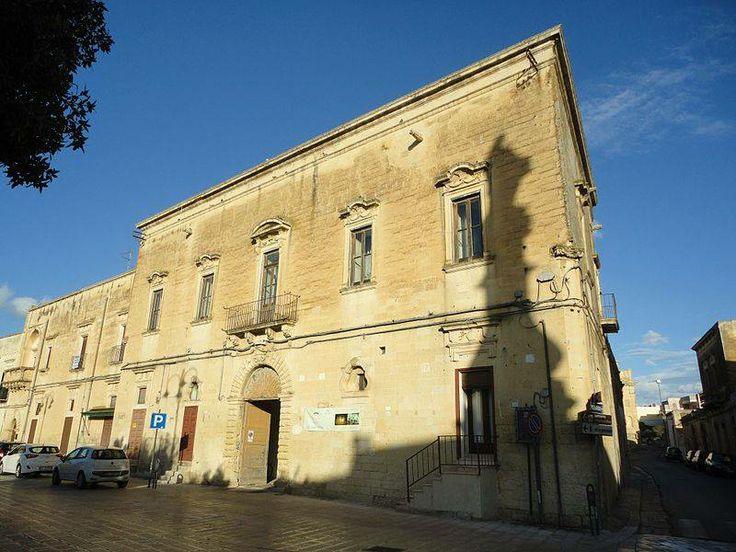 Il Palazzo Baronale di Vernole (provincia di Lecce) fu edificato tra il 1762 e il 1766, come si evince dalle date riportate su due architravi delle finestre. L'edificio è a due piani, con colonne incastonate agli angoli, fornite di capitello floreale.
