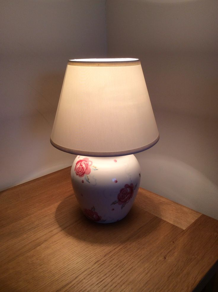 Totally love this Rose Bee lamp from Emma Bridgewater