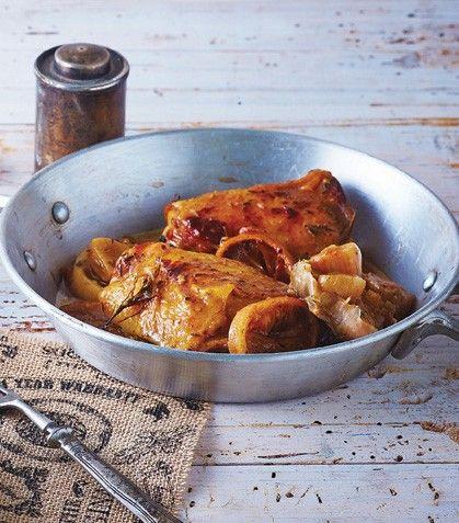 Prepara un delicioso pollo rostizado para toda tu familia.