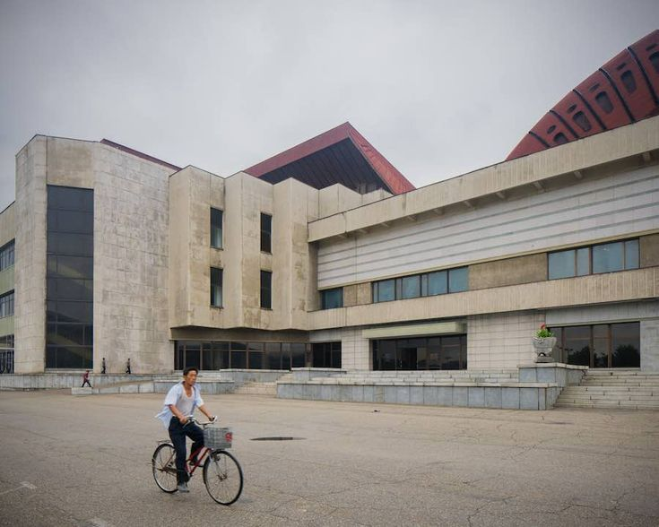 Pyongyang's Central Youth Hall - Photo bt Raphael Olivier.