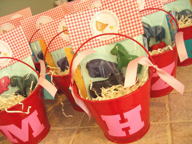 barn yard partyGift Baskets, Kids Parties, Birthday Parties, Farms Parties, Farms Animal, Parties Favors, Crayons Parties, Favors Ideas, Parties Ideas