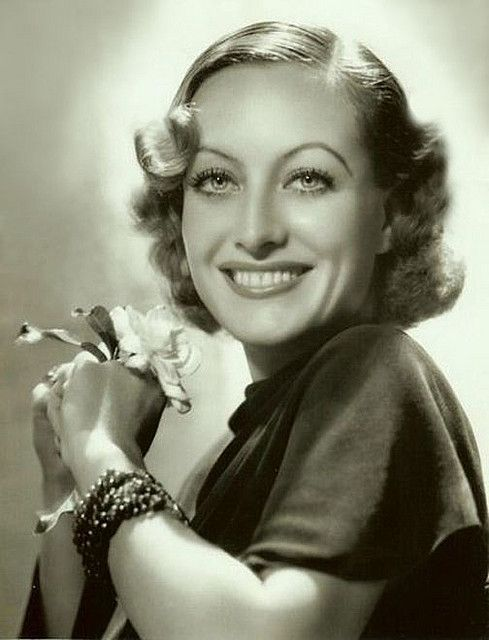 Joan Crawford, this photo is gorgeous.