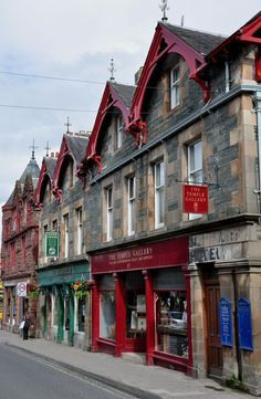 Aberfeldy, Scotland. A lovely wee town with a lot of fantastic food to try. Head to Dows of Aberfeldy to get your IceDelight.