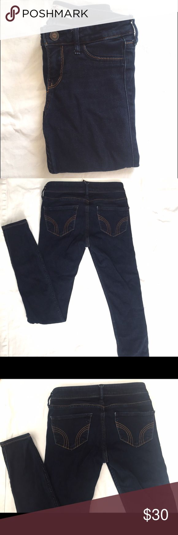 Hollister jeans Hollister Jean leggings in dark blue. Comfy and stretchy skinny jeans in low rise. Worn two times. Hollister Jeans Skinny