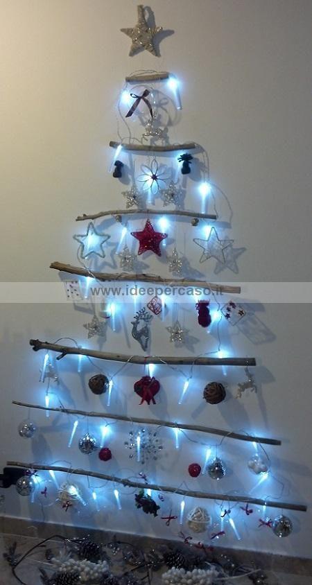 Albero di natale da parete con legno riciclato addobbi - Decorazioni natalizie legno fai da te ...