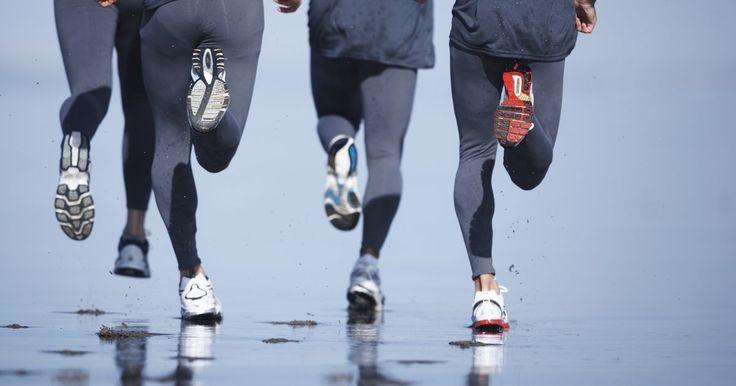 O melhor tipo de calça para corrida. Encontrar o melhor tipo de calças para vestir para correr depende dos seus objetivos pessoais de fitness. Com a nova tecnologia que surgiu na última década, algumas calças são feitas para ajudá-lo a eliminar gordura corporal e retenção de líquidos, enquanto outras são projetadas exclusivamente para oferecer conforto.