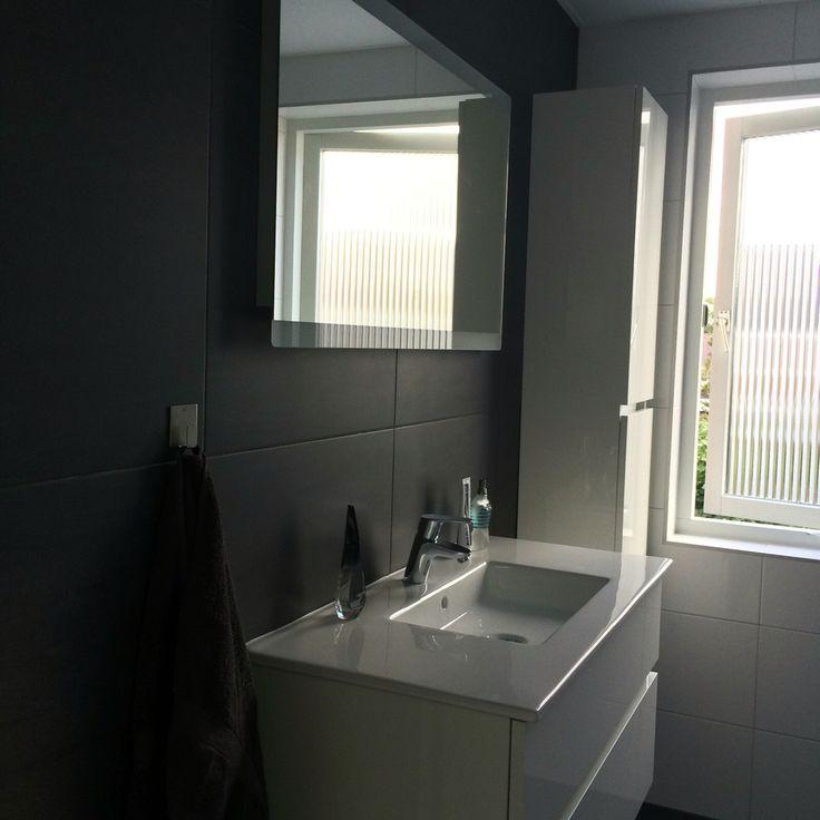 Keuken Hoogglans Wit Achterwand : een keuken bar op het einde 2 1 saved by ennovy keukens en badkamers