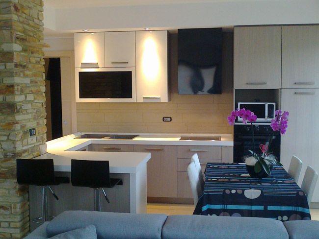 Pi di 25 fantastiche idee su arredo interni cucina su pinterest design per la casa houzz e - Cucine angolari piccole dimensioni ...