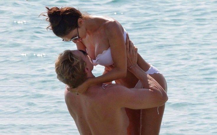 Καυτά φιλιά στα νερά της Νάξου - http://www.daily-news.gr/lifestyle/kafta-filia-sta-nera-tis-naksou/