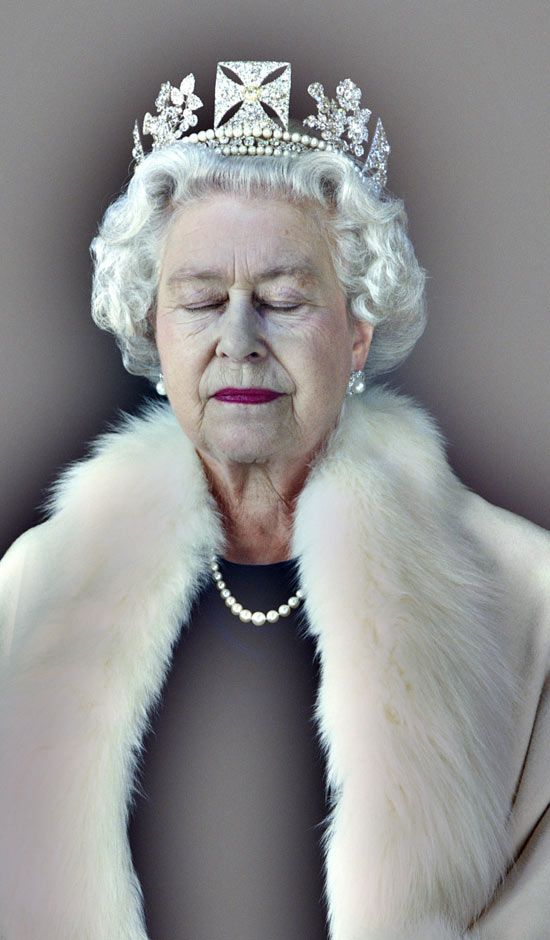 """Lightness of Being"" Portrait of QEII with her eyes closed. photo by Chris Levine  ""I asked her to rest between shots (holographic exposures that took 8 seconds each). This was a moment of stillness that just happened."""