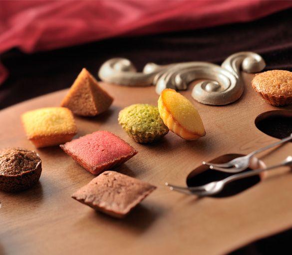 Petits Gâteaux Assortis   HENRI CHARPENTIER