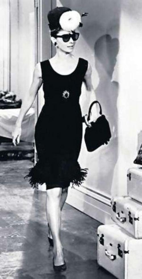 Quero esse arranjo de cabeça e o resto também. Audrey Hepburn - black dress