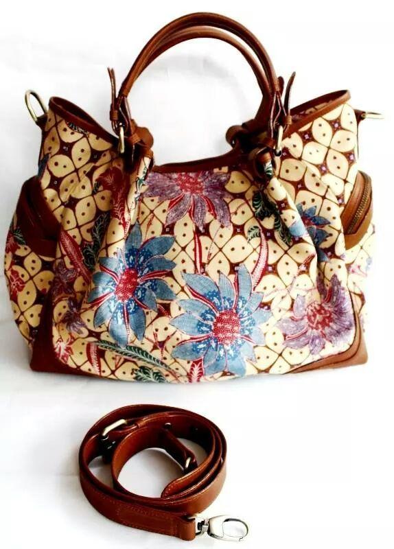 An elegant bag wih premium cow leather. Adik bayi handwriting batik. Zipper…