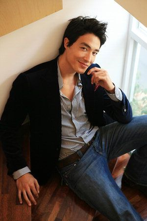 Daniel Henney, half-Korean male model, the Gisele Bundchen of Asian male models
