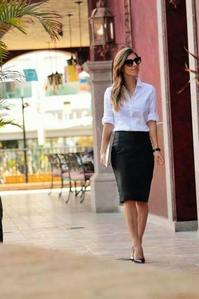 Saia preta e blusa branca look ideal para ir ao trabalho. http://coisasdemulhercris.blogspot.com.br/2015/01/saia-preta-uma-peca-para-varias-ocasioes.html