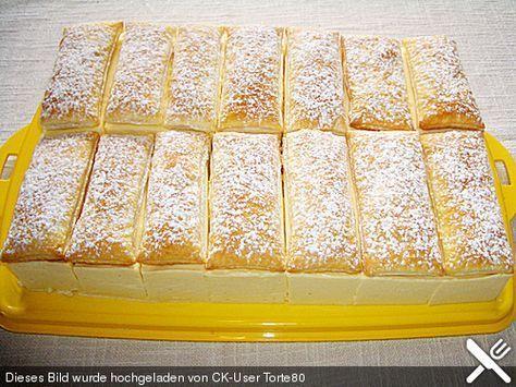 2 Pck. Blätterteig 1 Liter Milch 300 g Zucker, Vanille gemahlene 2 Pck. Puddingpulver, Vanille- 10 Blatt Gelatine 500 ml Sahne 4 EL Rum