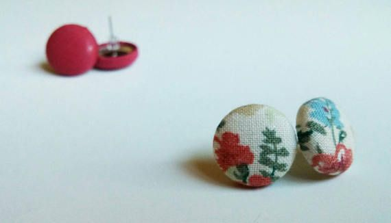 Summer 2017 earrings https://www.etsy.com/ca-fr/listing/526041301/boutons-doreilles-en-tissu-boucles