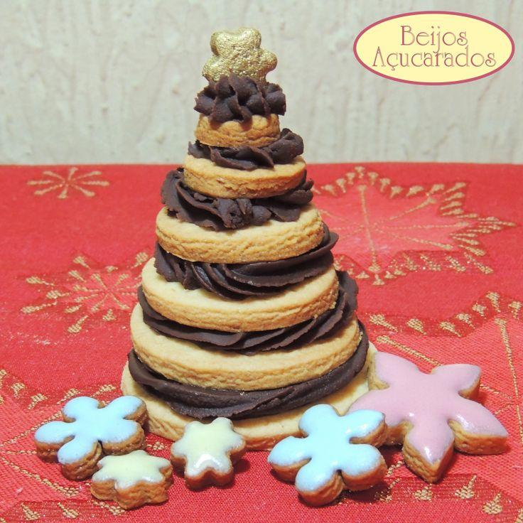 Beijos Açucarados  Árvore de biscoito e trufa!!! http://instagram.com/p/hPYAKmJhYm/