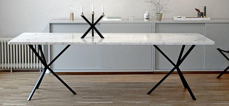 NoEarlyBirds - Per Söderberg Matbord med Carrara marmor och stålben