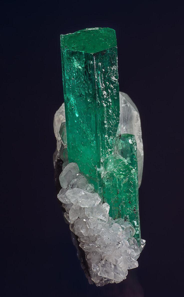 Beryl (var emerald), Calcite Chivor Mine, Mun. de Chivor, Boyacá Department, Colombia