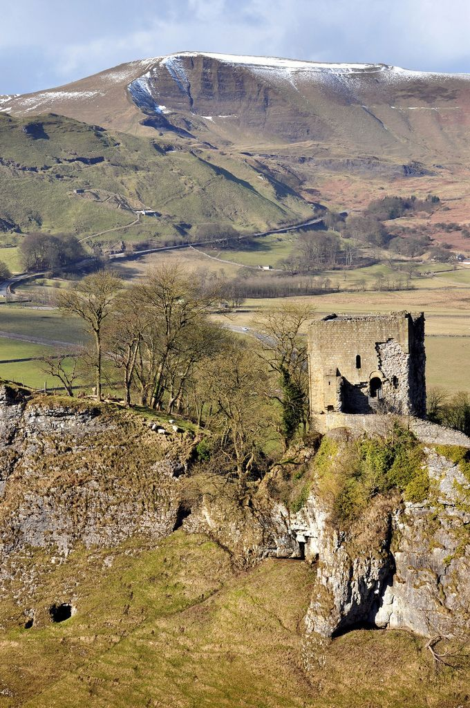 Peveril Castle. Built around 1080 by William Peveril who is thought to be an illegitimate son of William I (William the conqueror). This is the main keep but there would have been a series of other buildings enclosed by a curtain wall just below it to the right. Behind is Mam Tor. This area is limestone and below ground is a mass of caves, mines, tunnels and caverns. Many of which are open to the public. View On Black