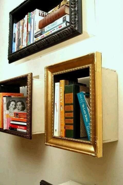 Bücherregal im Bilderrahmen