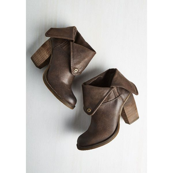 Minimal Over and Haute Boot (€64) ❤ liked on Polyvore featuring shoes, boots, boot - bootie, brown, heeled boot, faux leather boots, brown fold over boots, short boots, vegan boots and short brown boots