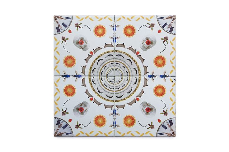 This ceramic tile orange is a very original, modern and decorative ceramic tile. It is 100% handmade and the design is crazy! This is a perfect decorative kitchen wall tile and an original and contemporary gift.
