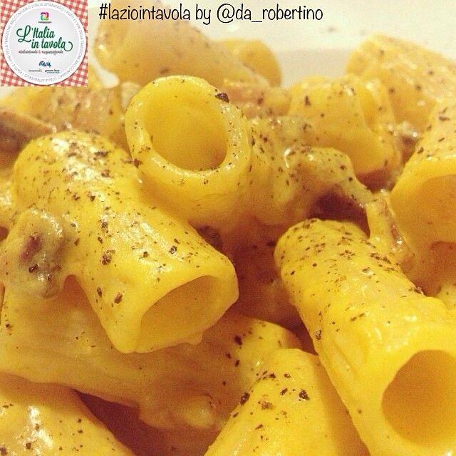 Per pranzo #Rigatoni alla #carbonara. Che ne dite? #italiaintavola #laziointavola #italianfood #italy #roma