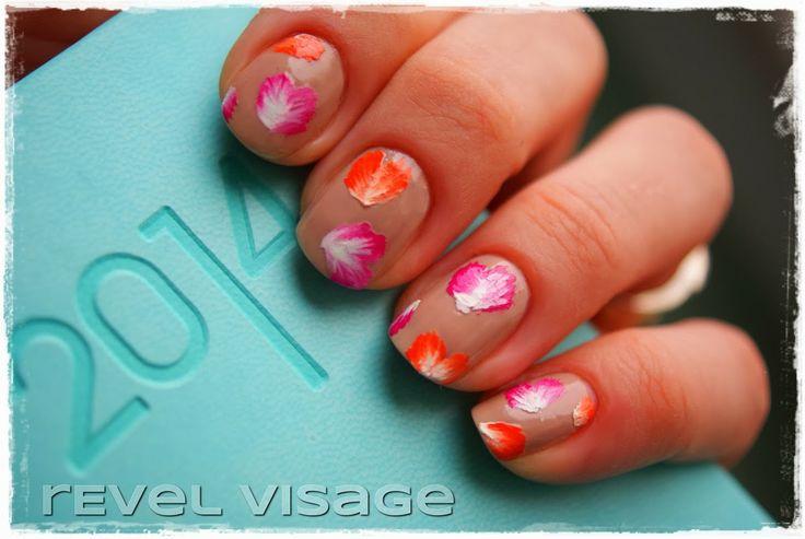 Valentine's Day Nail Art http://revelvisage.blogspot.com/2014/02/valentines-day-nail-art.html