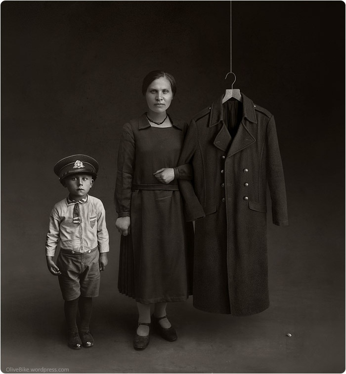 Invisible Dad. Results of war. Portrait by unknown photographer        Papá invisible. Resultados de la guerra. Retrato por autor desconocido.