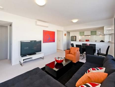 33/378 Beaufort Street, Perth. Comprising of 2 bedrooms and 2 bathrooms, the main bedroom features a queen bed and deluxe ensuite while the second bedroom has 2 single beds. Both bedrooms have premier quality linen and super comfortable beds that will ensure a good night's rest.