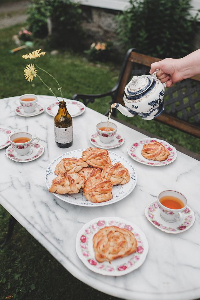 We arrived in Lærdal to the most warm welcome from our friends. We may not have had the most glorious weather but we all sat outside to drink tea and eat cinnamon buns warm from the oven | WishWishWish