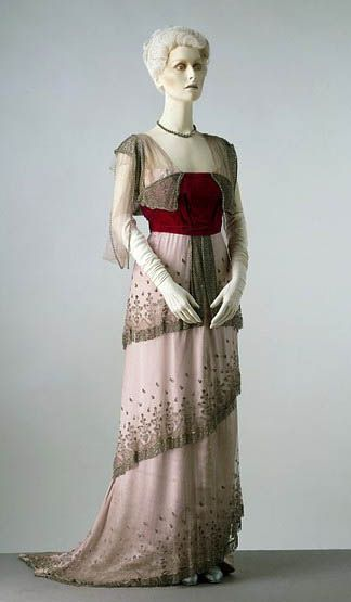 Edwardian gown with red bodice. House of Worth. 1910.