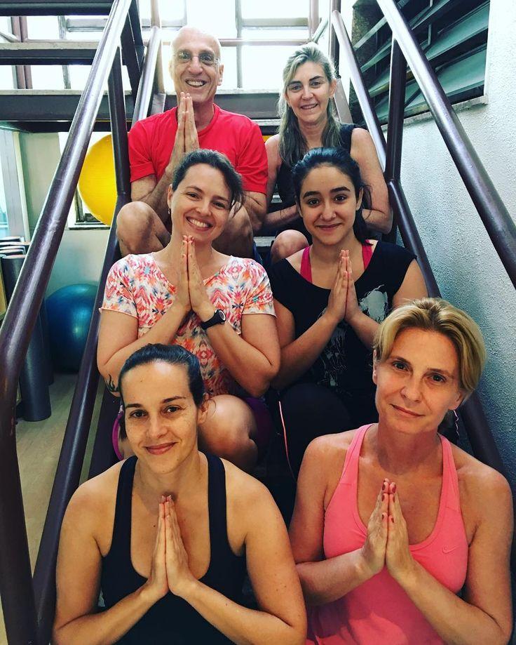 Turminha da Proforma de Ipanema.  Hoje foi nossa última aula do ano e fizemos uma prática de Yoga especial em homenagem à lua nova  e ao final do ano. Meu horário em Ipanema é terças e quintas às 18:00. No Leblon a última aula do ano vai ser no próprio dia 31 sábado às 10:15 na unidade Dias Ferreira. Vamos fazer uma prática especial de fim de ano. Venham todos!!!!  E se puder venha de roupa clara ou de branco  #LiaCaldasYoga #Proforma #VemPraProforma #Yoga #YogaLifestyle #Yogalife…