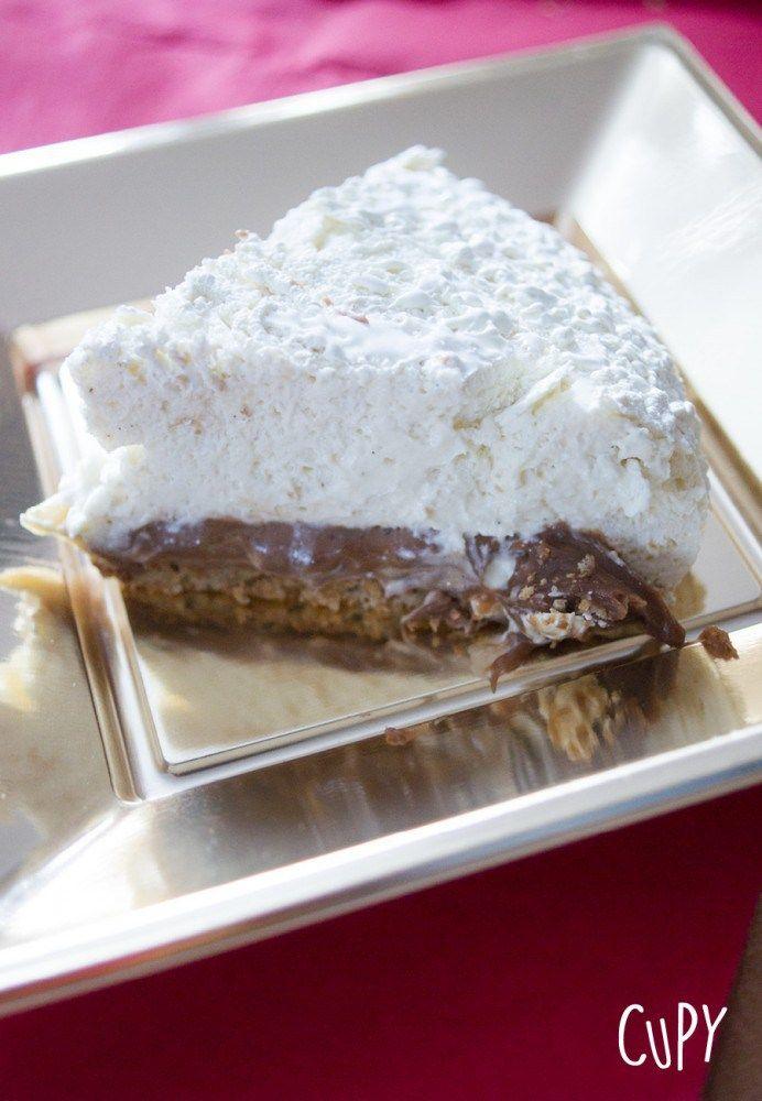 Découvrez mon succulent entremets à la vanille et au pralin ! Juste une dinguerie en bouche !! Et je dois vous avouer que c'est mon dessert préféré parmi toutes mes recettes !! :D  Découvrez la recette de cet entremets sur mon blog CUPY ! Un dessert parfait pour les repas de fêtes de fin d'année ! :-)    #recette #entremets #gateau #cake #food #foodie #yummy #recipe #noel #christmas #chocolat #pralin #vanille #facile #cuisine #idée #idee #idea #neige #glaçage #velours #blanc #white #praliné