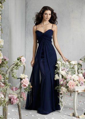 Elegante Vestido de Madrina en color azul noche con escote .