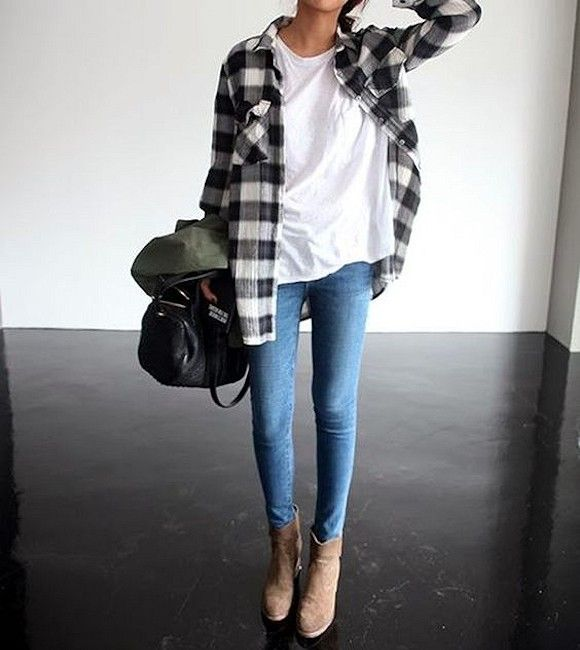 Idée look : chemise à grands carreaux noirs et blancs, mixée à un t-shirt blanc basique, un jean skinny et des boots camel >> http://www.taaora.fr/blog/post/tenue-chemise-carreaux-noire-blanche-jean-skinny-bleu-haut-blanc-bottines-beiges-talons