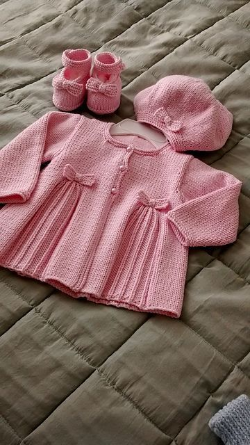 Ravelry: Pleats and Bows patte | <br/>    Baby