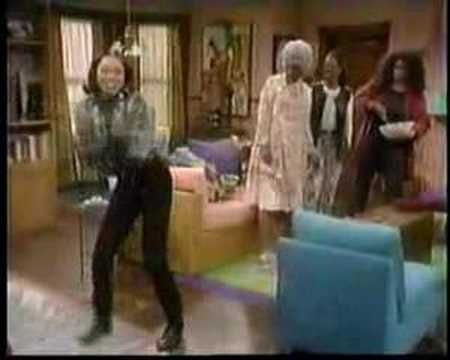 MARTIN LAWRENCE TV SHOW. MAMA, GINA, PAM ABD COUSIN FLORINE (MILLIE JACKSON) PASS THE PEAS!!!