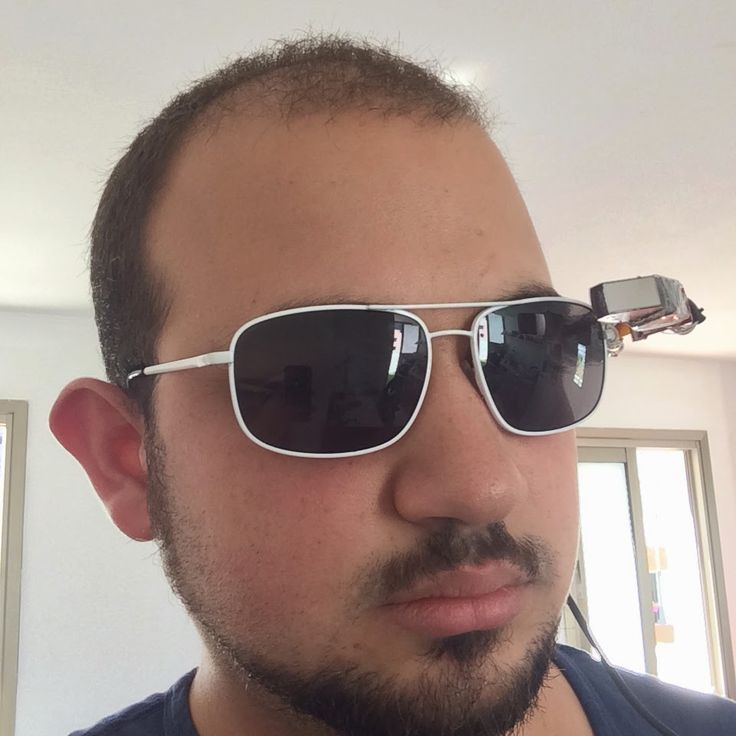One male maker with an affinity for cats used his hacking skills to make his very own version of the Google Glasses using Raspberry-Pi, a micro push app and a hotspot connection.