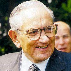Michele Ferrero (Dogliani, 26 aprile 1925) è un imprenditore italiano, proprietario del gruppo di famiglia, la dolciaria Ferrero   #TuscanyAgriturismoGiratola