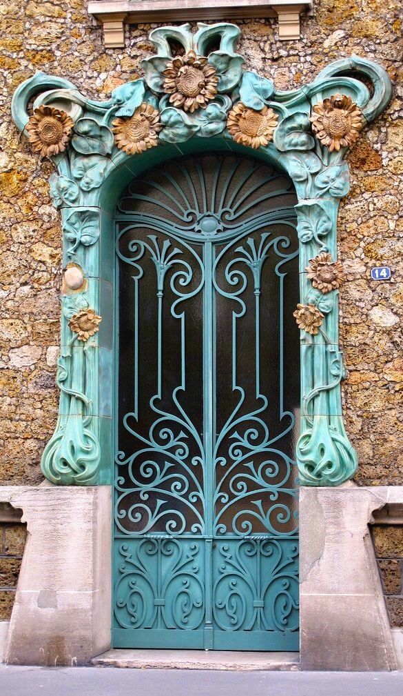 Beautiful Old World Art Nouveau facade door in Courbevoie, Hauts-de-Seine, France·