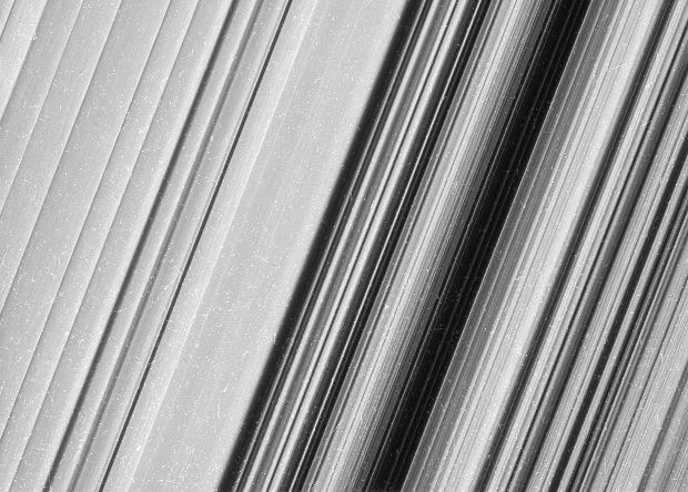«Кассини» прислал самые детальные снимки колец Сатурна