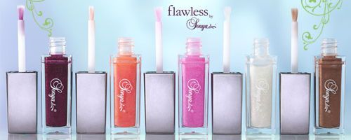 Gloss moisturizes your lips and makes them soft and velvety. It can be used alone or apply over your favorite lipstick