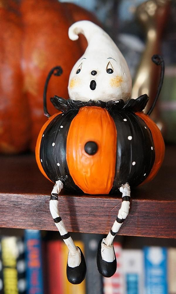 Add a cute retro touch to your Halloween decor with our set of 4 pumpkin- d587ef13c