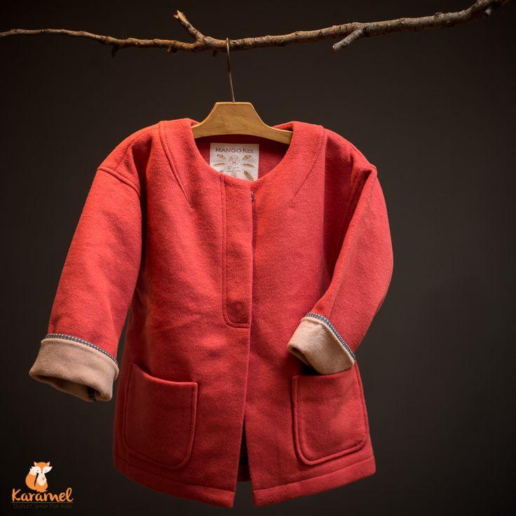 MANGO girs - haine iarna -  RO: Pardesie pentru fetițe. Un model cu o croială minimalistă, simplă dar foarte elegantă. HU: Kislány kabát. Minimalista szabasú, egyszerű de ugyanakkor nagyon elegáns darab. Size: 8-9 year Price: 150.00 RON