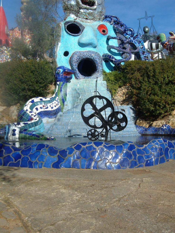 La Ruota della Fortuna. E' un antico simbolo della Ruota della vita: ciò che sale inevitabilmente dovrà scendere. Niki de Saint Phalle